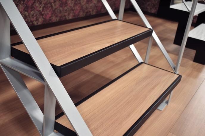床材用段板(フローリングの例)