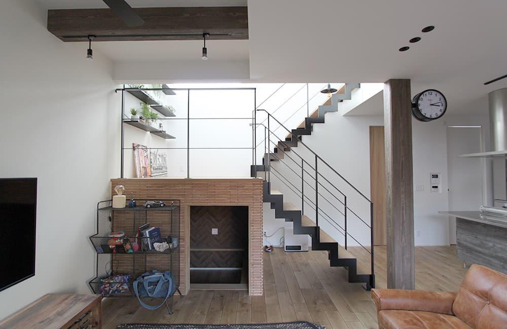 リビングの端に階段を設置し、吹抜けを小さく作った場合