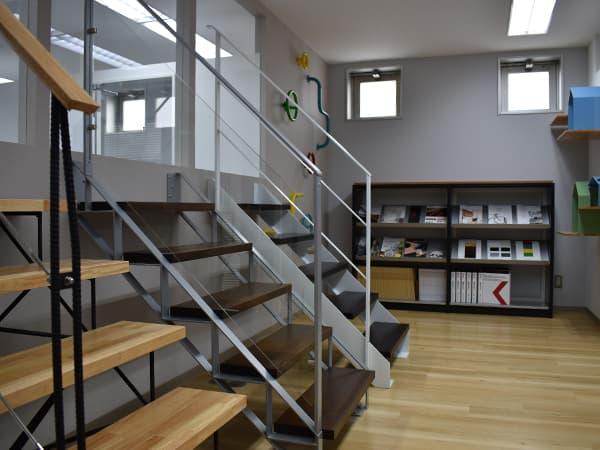 カツデンアーキテック 広島 営業所 階段 アスレチック