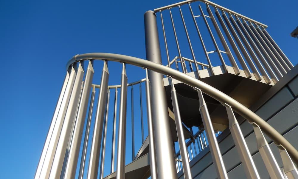 階段の種類_素材_アルミ_らせん階段