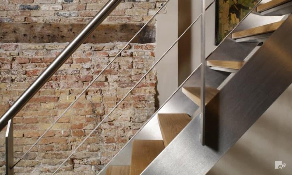 階段の種類_材質_ステンレス